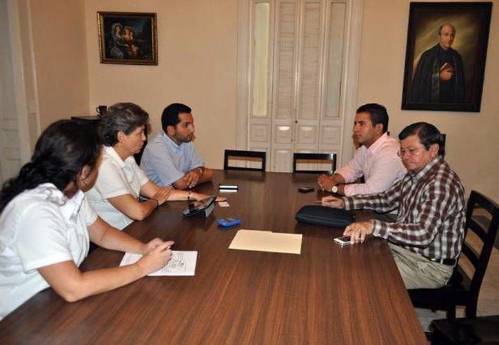 El director del Incay se reunió con personal del Colegio Teresiano. (Milenio Novedades)