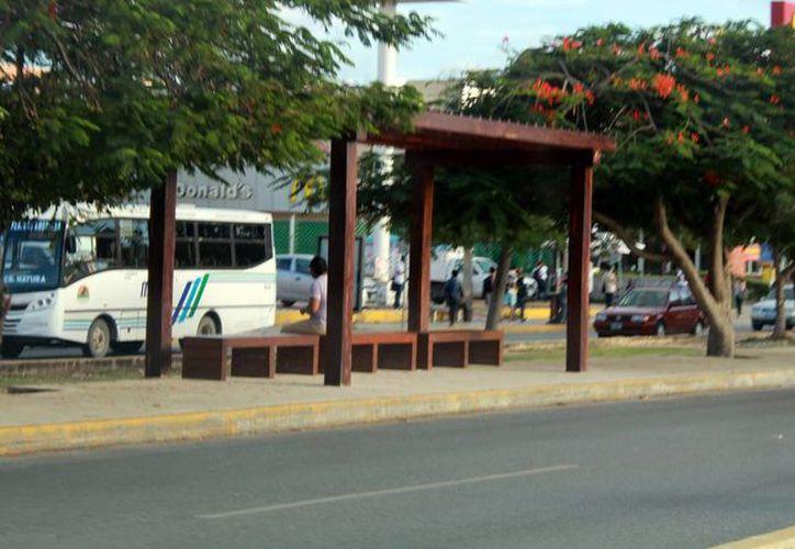 El proyecto de mandar el transporte público a los carriles centrales quedó en el olvido. (Luis Soto/SIPSE)