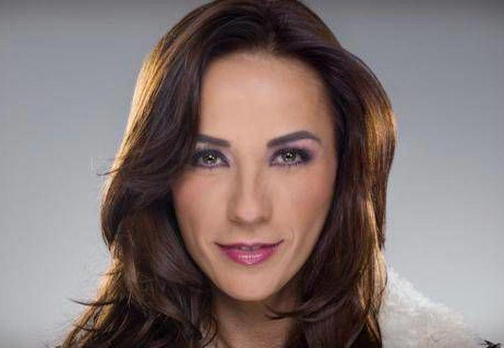 "Consuelo Duval, estará en Cancún con su show ""soy lo prohibido"". (Foto de Contexto/Internet)"