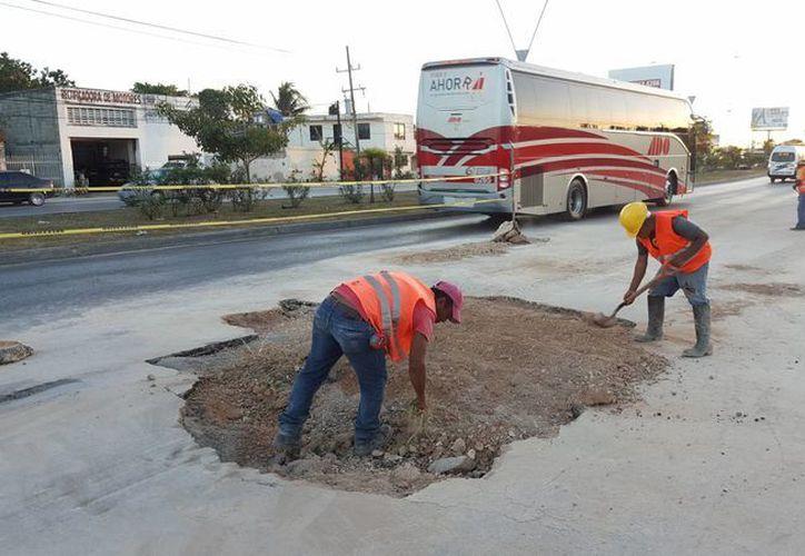 Los trabajadores señalaron que la afectación fue por fuga de agua. (Jesús Tijerina/SIPSE)