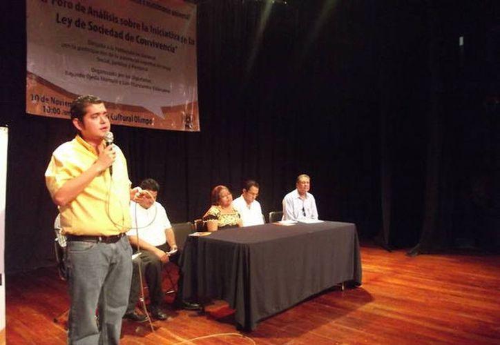 El diputado Bayardo Ojeda Marrufo en el foro de análisis de la Ley de Sociedades de Convivencia. (Cortesía)