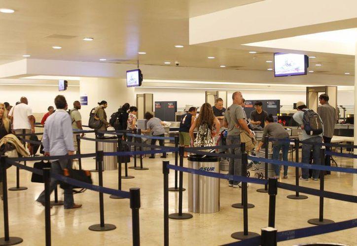 El aeropuerto de Cancún registra mayor número de visitantes extranjeros. (Redacción/SIPSE)
