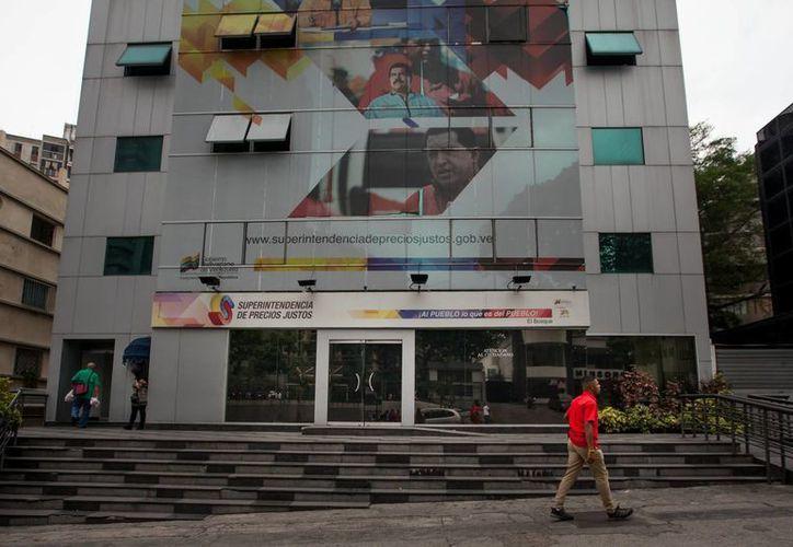 Tal y como ordenó el presidente Maduro hace unos días, la Superintendencia de Precios Justos, al igual que todas las oficinas de gobierno, permanece cerrada los viernes por la emergencia eléctrica. (EFE)