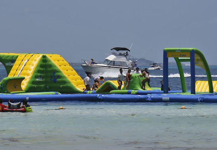 Los permisos para la instalación del Float Fun Cancún fueron otorgados por la Semarnat. (Jesús Tijerina/SIPSE)