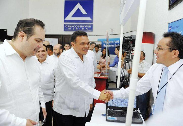 El gobernador Rolando Zapata Bello en una de sus actividades del martes. (SIPSE)