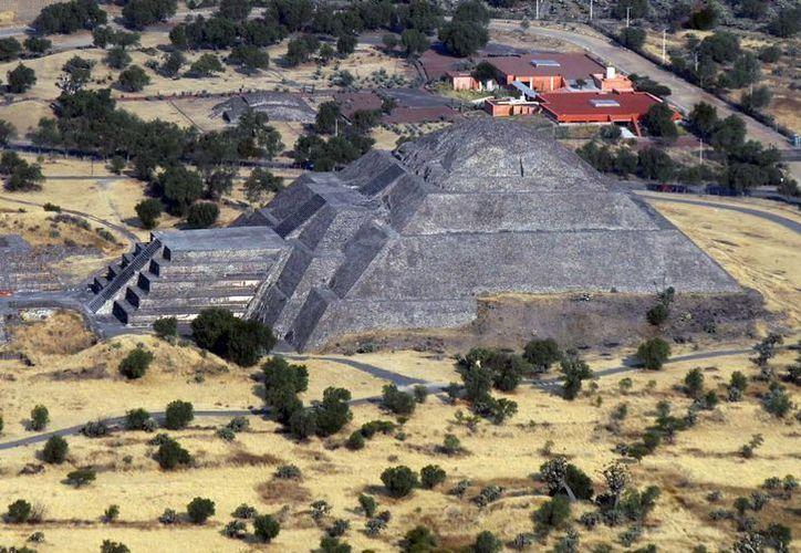Las multas a quien destruya o lastime algún monumento histórico serían equivalentes al daño causado. En la imagen, la pirámide del Sol en Teotihuacan. (Archivo/Notimex)