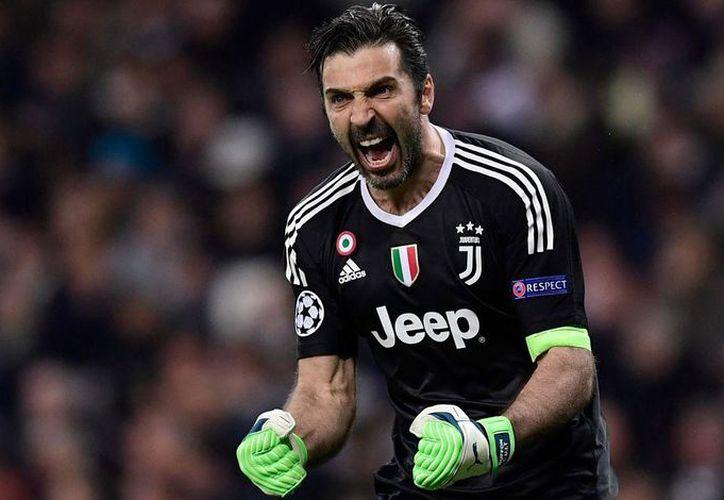 El arquero italiano tendría todo acordado para firmar su contrato con el club francés. (Internet)