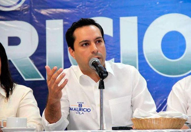 Mauricio Vila, candidato del PAN, a la alcaldía de Mérida, lanzó su iniciativa 4 x 4 para 'invitar' a sus compañeros de fórmula a que hagan pública su declaración de bienes. (Milenio Novedades)