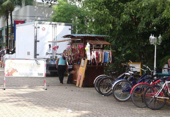 Las personas que no cuentan con licencia de funcionamiento son retirados de las calles. (Adrián Barreto/SIPSE)