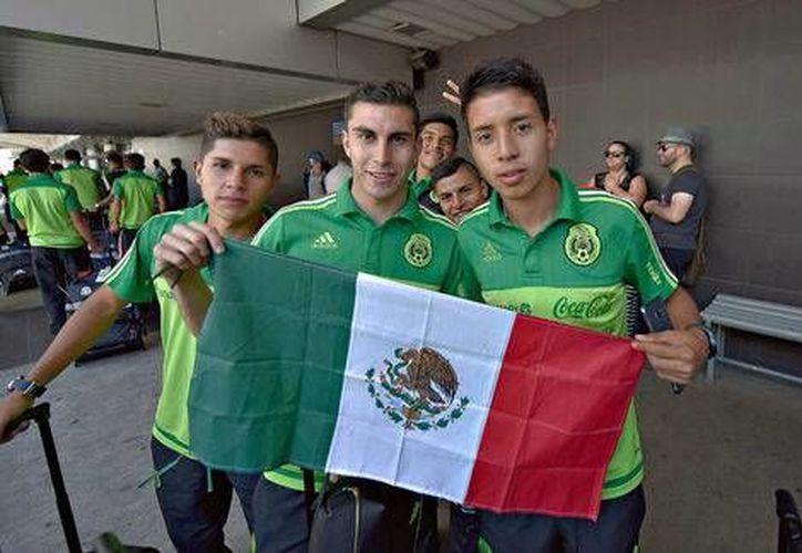 Los futbolistas mexicanos arribaron este lunes a tierras ticas, con la intención de obtener el boleto al Mundial de Corea del Sur 2017.(Foto tomada de Facebook/Selección de México)