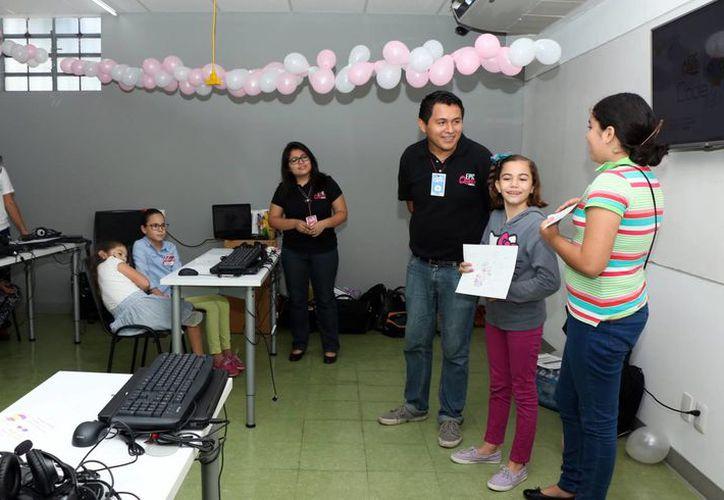 Imagen del curso de Code Party que se realizó ayer por parte de la agrupación Epic Queen. (José Acosta/SIPSE)