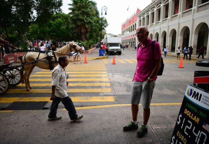 El regidor priista Luis Castillo López considera que los espectáculos del Mérida Fest, que se desarrolla en estos días, no se están aprovechando al 100% para promover turísticamente la ciudad. (SIPSE)