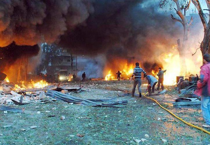 Hay comunidades enteras que murieron por bombardeos. Denuncian uso indiscriminado de armas en Siria. (Archivo/Agencias)