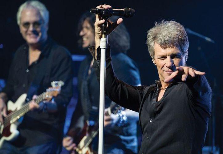 El cantante Jon Bon Jovi se reunió con ex miembros de la banda para celebrar su admisión en el Salón de la fama del Rock & Roll. (Foto: Rock Melódico)