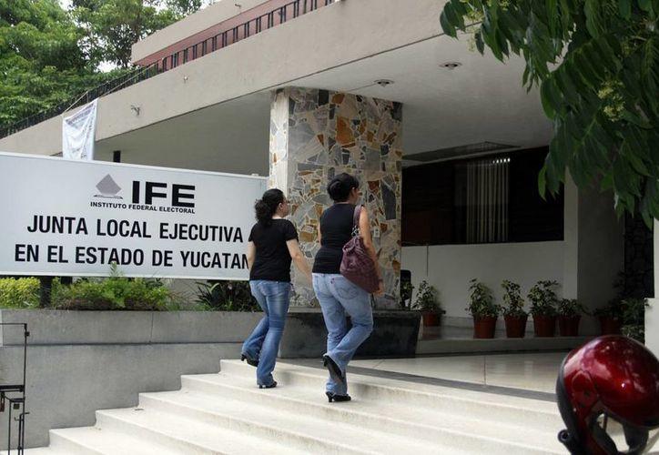 Como el IFE no informó al PAN qué sanción impondrá a los yucatecos que dieron datos falsos para votar en Quintana Roo, El albiazul pide que intervenga la Fepade. (SIPSE)