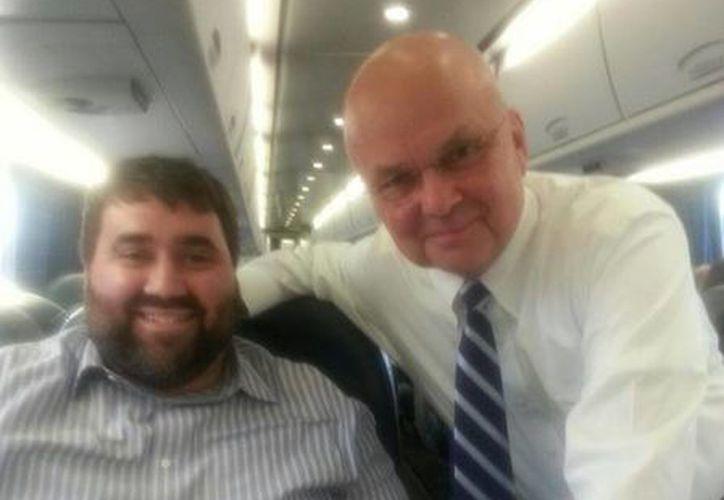 Tom Matzzie se tomó una foto con Michael Hayden.(twitter.com/tommatzzie)