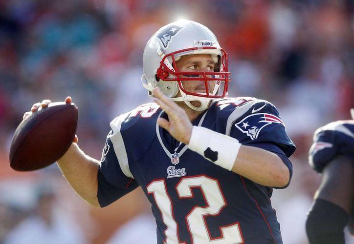 Tom Brady seguirá con los Patriotas hasta el 2017, cuando cumpla 40 años de edad. (Agencias)