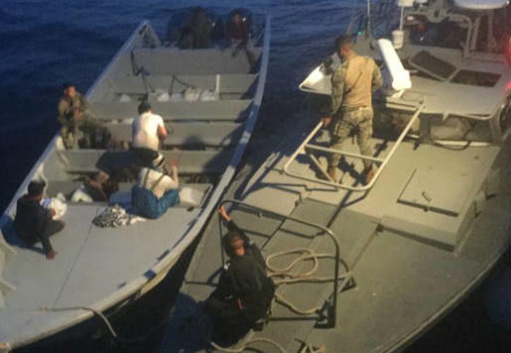 La Secretaría de Marina aseguró más de una tonelada de cocaína, combustible y detuvo a cinco personas. (Foto: Radio Fórmula)