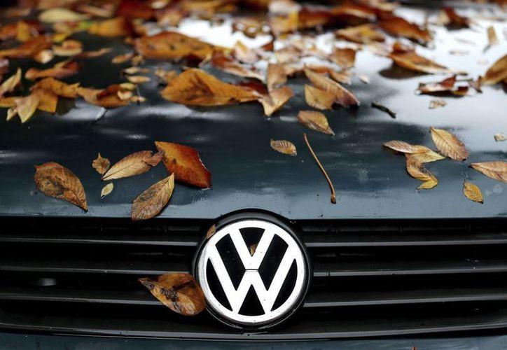 Casi medio millón de automóviles de la Volkswagen están trucados para esconder sus emisiones reales de óxidos de nitrógeno. (EFE)