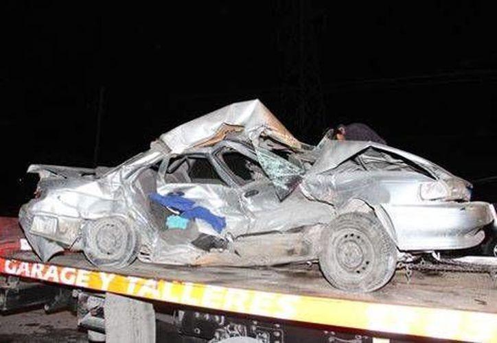 El conductor del Tsuru falleció instantáneamente al colisionar contra otro vehículo. (Milenio)