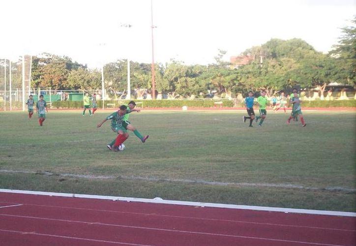 Con su derrota ante Dragones del Real Victoria, Itzaes se quedó estancado con tres puntos en el torneo de Tercera División de futbol. (Milenio Novedades)