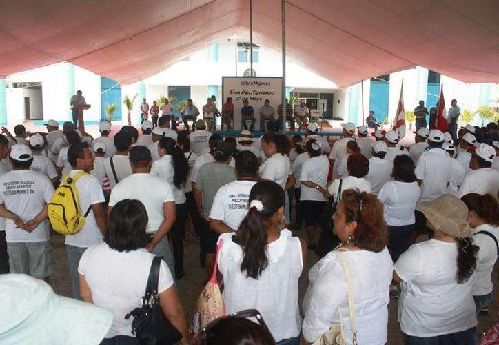 El desfile finalizó en la explanada municipal. (Lanrry Parra/SIPSE)