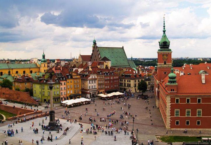 Varsovia, una de las capitales europeas más bellas, guarda celosa las cicatrices del mayor gueto de Europa durante la Alemania de Hitler. (layoverguide.com)
