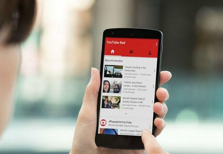 El nuevo diseño de YouTube consiste en un encabezado en blanco, para que el contenido resalte. (Contexto/Internet).