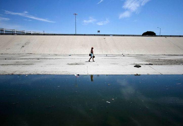 Los gobiernos de México y Estados Unidos se pusieron de acuerdo en lo que la repatriación de migrantes se refiere. La imagen es del área de canalización del río Tijuana, a escasos metros de la Línea Internacional, y está utilizada sólo con fines ilustrativos. (Archivo/NTX)