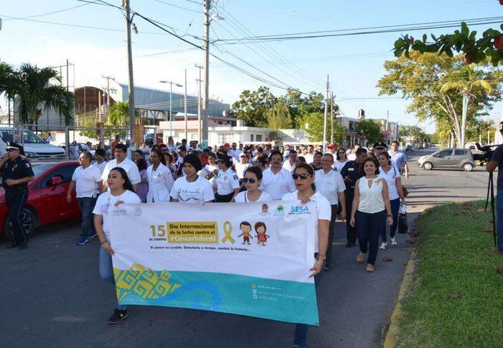 Más de 150 personas marcharon por el día Internacional de la Lucha Contra el Cáncer Infantil. (Eddy Bonilla/ SIPSE)
