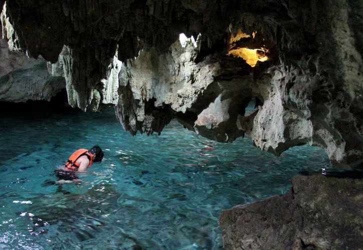 Un experto en espeleología invita a quienes exploran cavernas submarinas, que respeten en patrimonio acuático. (Adrián Barreto/SIPSE)