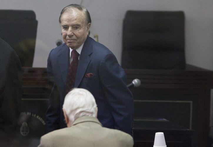Carlos Menem gobernó argentina de 1989 a 1999. Ahora es acusado de encubrir los atentados a la AMIA en 1994. (EFE/Archivo)