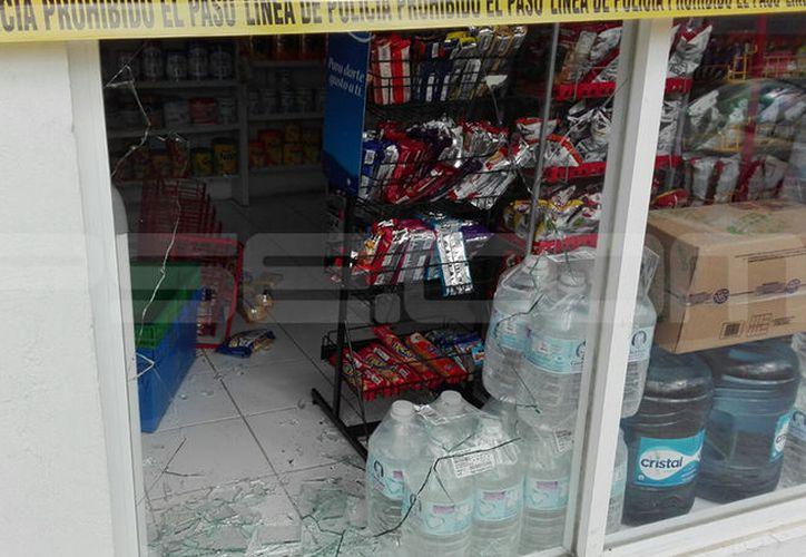 (El ladrón rompió con un mazo el paño de cristal para ingresar. (Aldo Pallota/SIPSE)