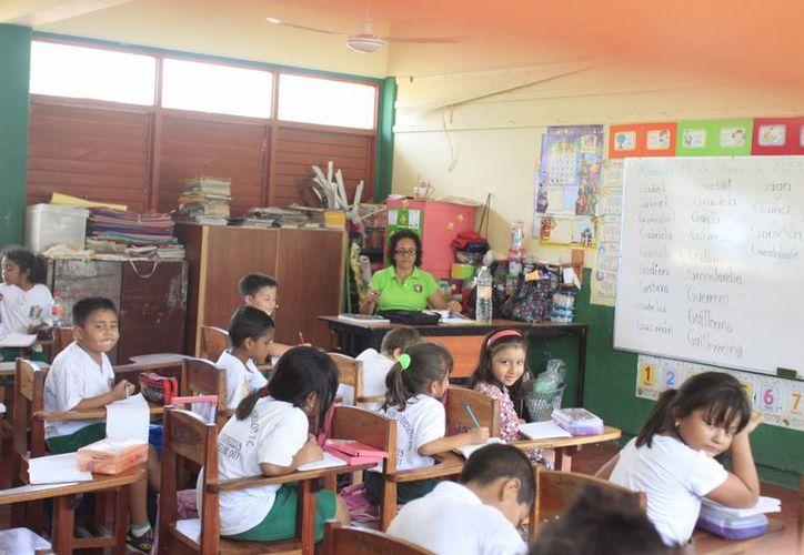 """El programa """"Escuela Digna"""" destina recursos para mejorar las instalaciones educativas. (Harold Alcocer/SIPSE)"""