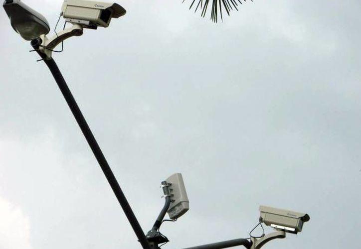 El Consejo de Coordinación para la Implementación del Sistema de Justicia Penal liberó 713 millones 145 mil pesos para Yucatán, en el marco del avance del programa Escudo Yucatán, que a su vez considera una importante inversión en cámaras de videovigilancia. (Milenio Novedades)