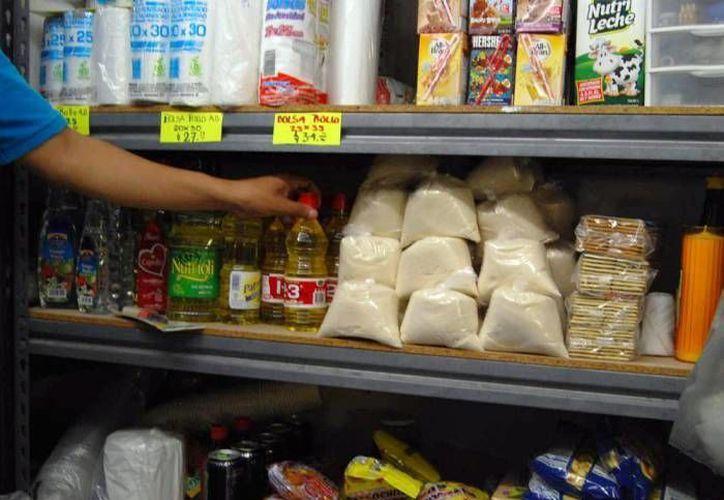 Esta semana se incrementarán los precios tras el 'gasolinazo' de este lunes. Los más afectados son los establecimientos pequeños como las llamadas 'tienditas'. (Archivo/ SIPSE)