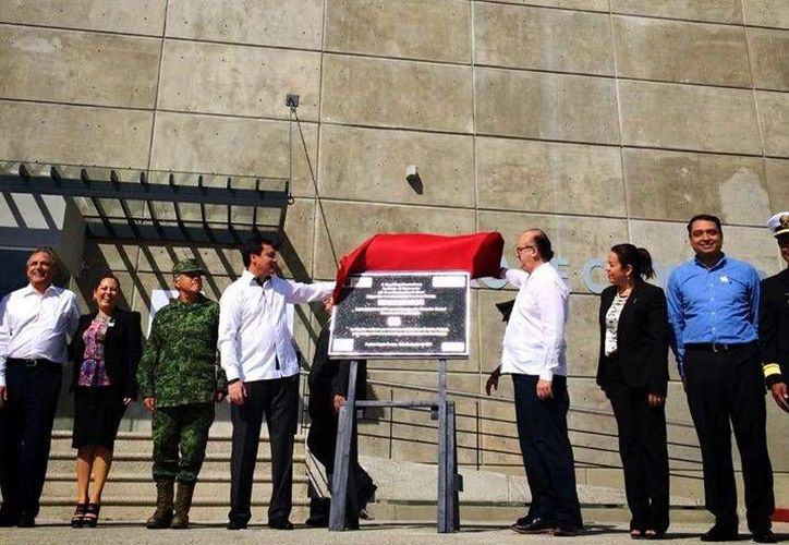 Osorio Chong inauguró en Cuernavaca, junto con el gobernador del Estado, el C5 de la policía estatal. (Graco Ramírez/Facebook)