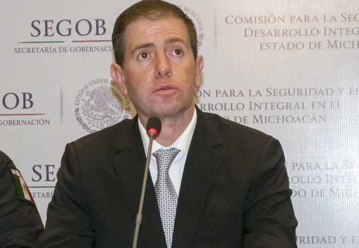 Alfredo Castillo declaró que al asegurar el vehículo en el que se movilizaban los escoltas de Mireles hallaron bolsas con marihuana. (Notimex/Foto de archivo)