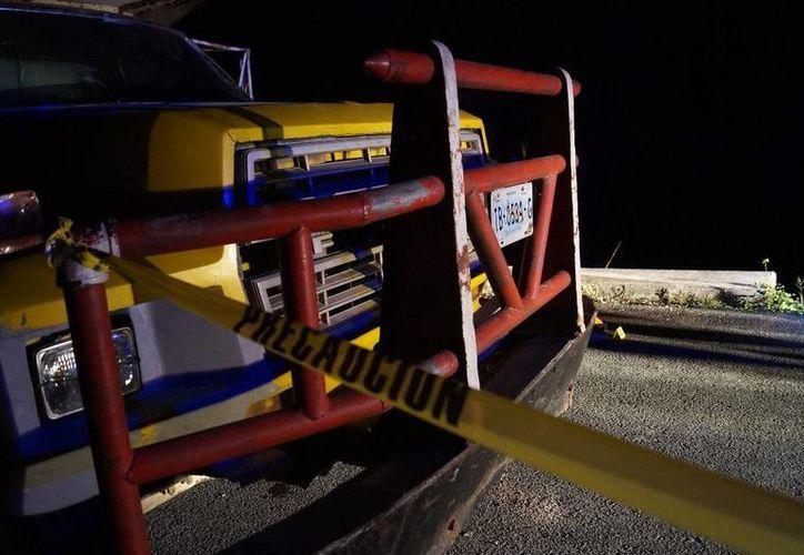 El occiso se proyectó de frente al volquete con placas de circulación TB0534G que se encontraba estacionado. (Redacción/SIPSE)