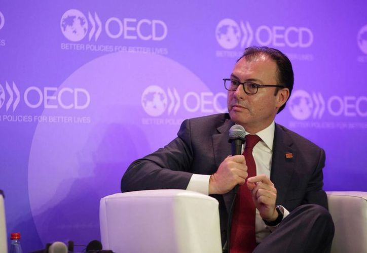 El secretario de Hacienda y Crédito Público, Luis Videgaray, aseveró hoy en París, en el marco de la cumbre anual de la OCDE, que el crecimiento de la economía mexicana se debe a que las reformas ya comenzaron a impactar el mercado interno del país. (Notimex)