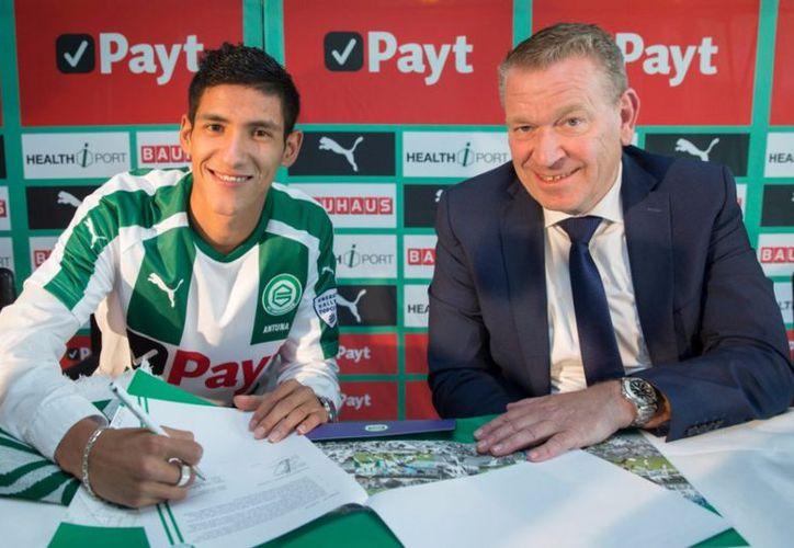 El mediocampista mexicano Uriel Antuna fue presentado oficialmente con el equipo holandés Groningen FC. (@fcgroningen).