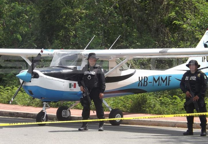 Policías estatales llegaron para custodiar la nave mientras se investigaba el hecho. (SIPSE)