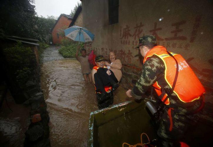 Las lluvias torrenciales que afectan al país desde el mes pasado también han causado el desplazamientos de cerca de 1.5 millones de personas. (Agencias)