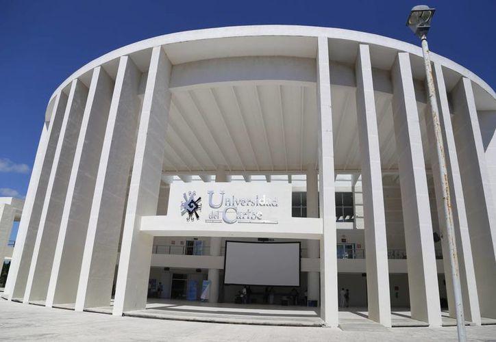 Especialistas y expertos realizaron un foro en la Universidad del Caribe. (Israel Leal/SIPSE)