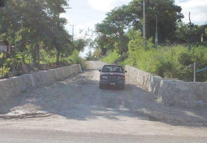 Pagan cinco pesos por introducir la mercancía en las comunidades. (Edgardo Rodríguez/SIPSE)