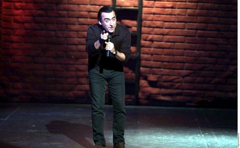 Adal Ramones durante su presentación. (Agencia Reforma)