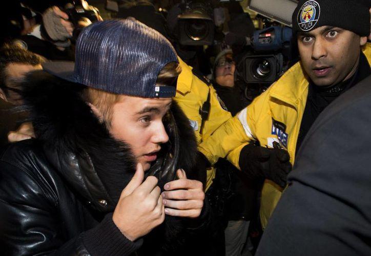 Justin Bieber a su llegada a la estación de Policía de Toronto, Canadá. (Agencias)