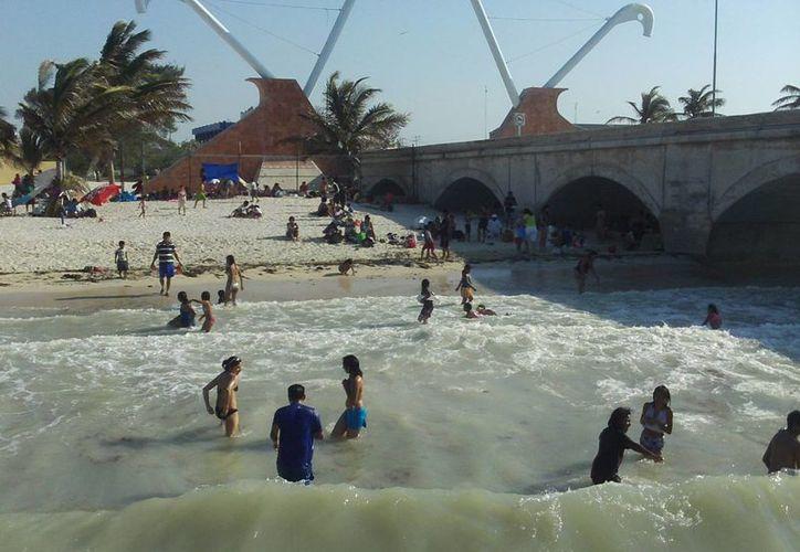 Buscan que las playas de la comisarías del poniente de Progreso queden tan amplias como las del malecón. (SIPSE)