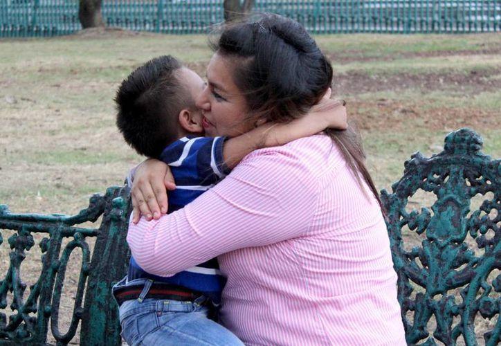 Muchas madres mexicanas se conforman con recibir algo 'que salga del corazón' en este día. (Notimex)