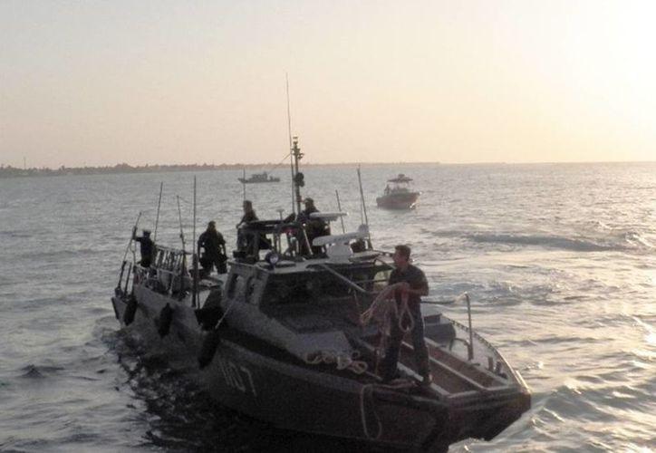 """Imagen de archivo de una lancha interceptora como la que rescató a los pescadores del barco """"Freshco II"""". (Archivo SIPSE)"""